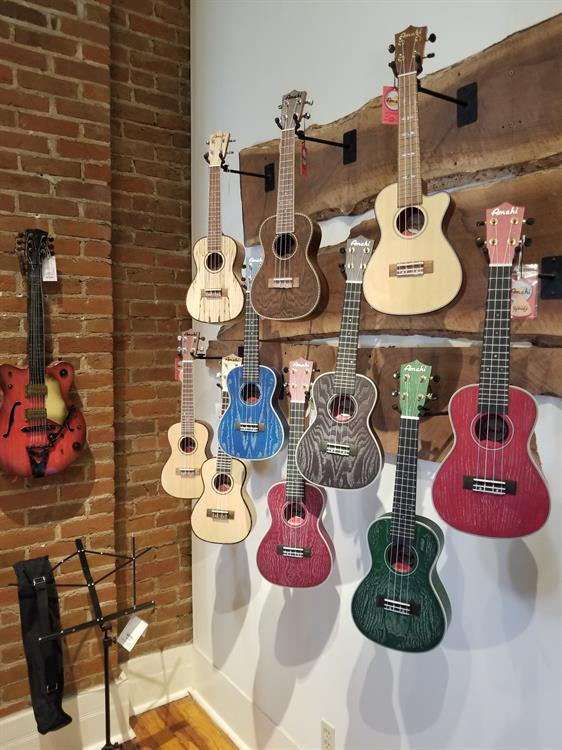 Muddy River Guitars